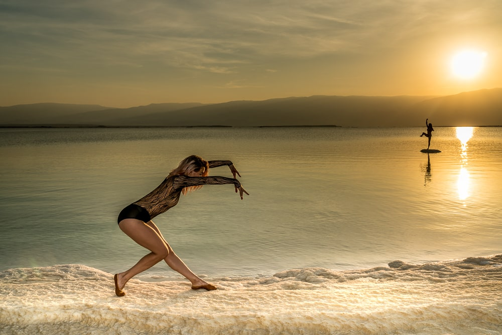 Model-2-dancers-in-dead-sea-min.jpg