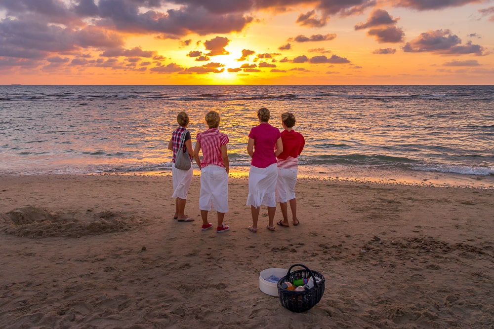 Party-4-girls-in-sunset-min.jpg